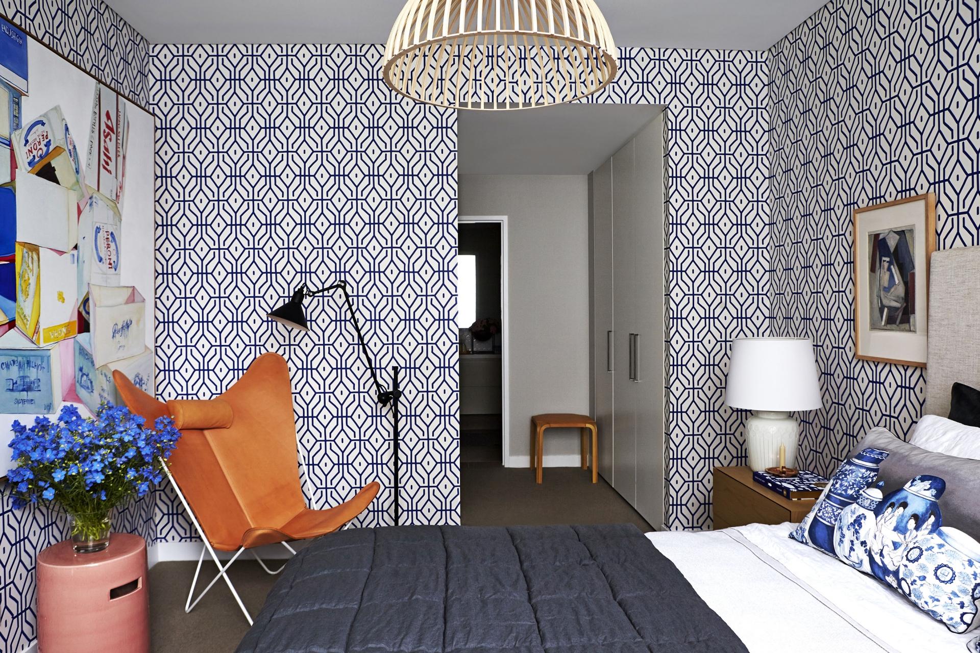 Melna krāsa viesistabas dizainā