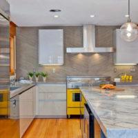 Design de cuisine moderne dans un appartement de ville