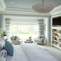 Gaišas krāsas viesistabas dizainā
