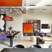 Oranžās un melnās krāsas kombinācija istabas dizainā