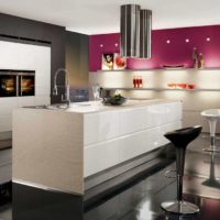 Balta sala virtuves interjerā