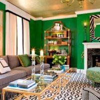 Zaļa krāsa viesistabas interjerā