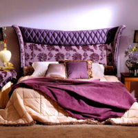 Shades of lilac in the bedroom of a private house