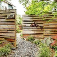 Rotā dārzu ar koka sienām