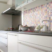 Smalks mozaīkas virtuves priekšauta oderējums