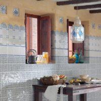 Keramikas flīzes ar mozaīkas rakstu