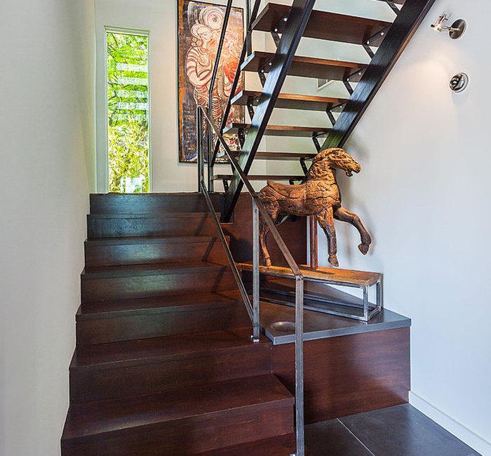 السلالم الداخلية: اختيارات التصميم وأفكار التصميم