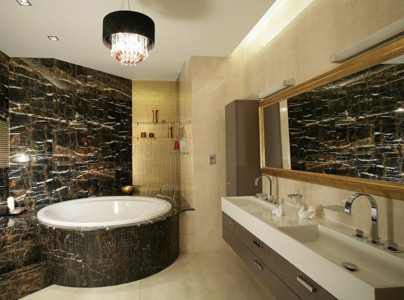 Mūsdienu marmora mozaīkas vannas istaba