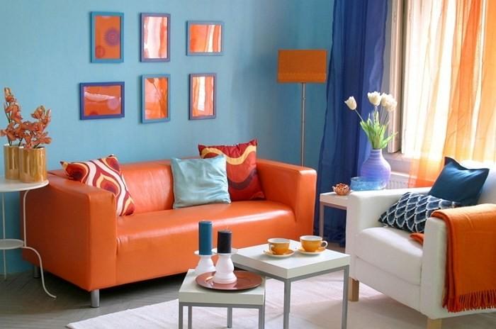 Oranža krāsa viesistabas interjerā