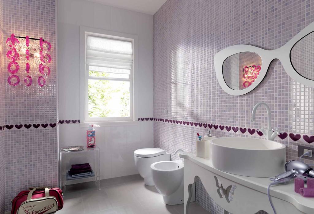 Modernas vannas istabas dizains ar sienu mozaīku