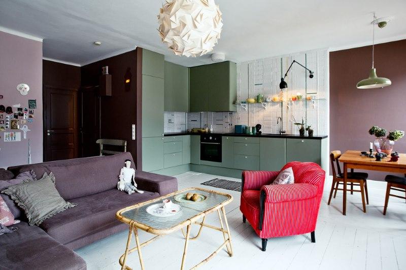 Zonage d'une cuisine-salon de 15 mètres carrés avec des couleurs