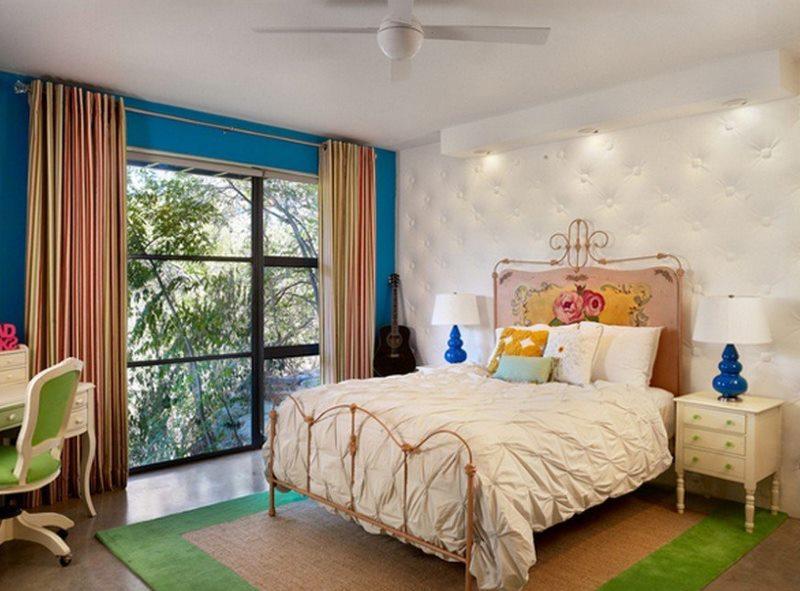 Noformējiet guļamistabu jauktā stilā ar spilgtiem dekorēšanas elementiem