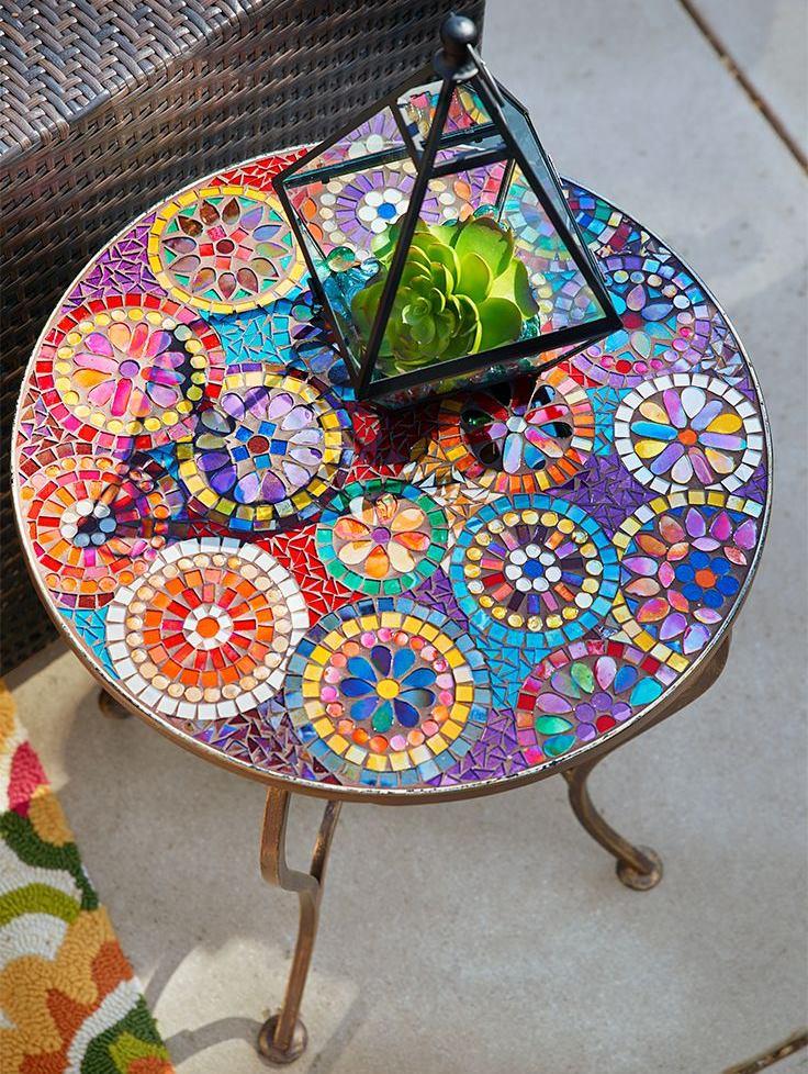Kafijas galdiņš ar mozaīkas galda virsmu