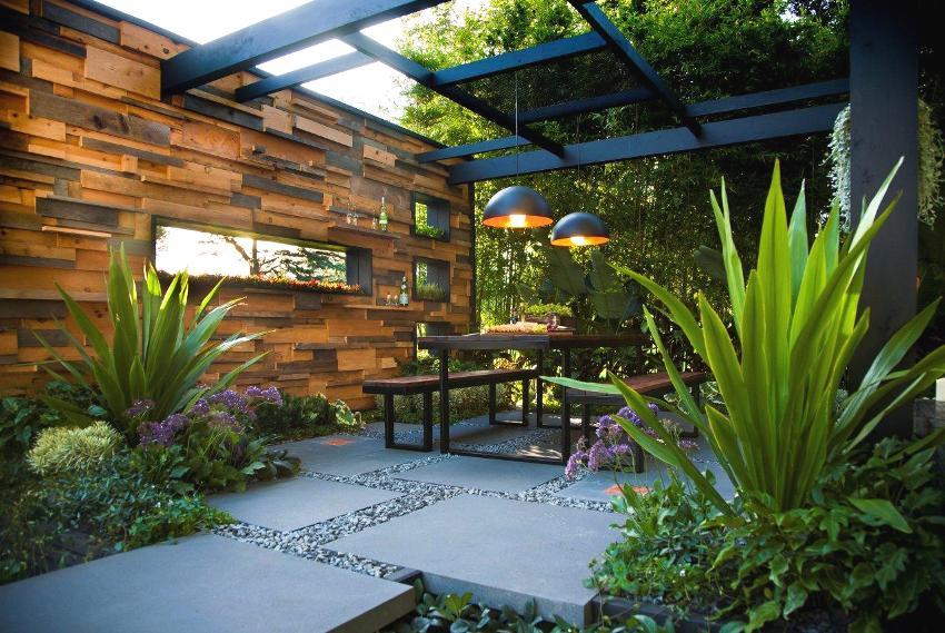Modernas atpūtas zonas dizains dārzā brīvā stilā