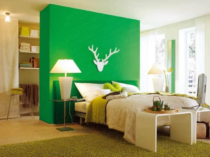 Zaļa krāsa guļamistabas dizainā