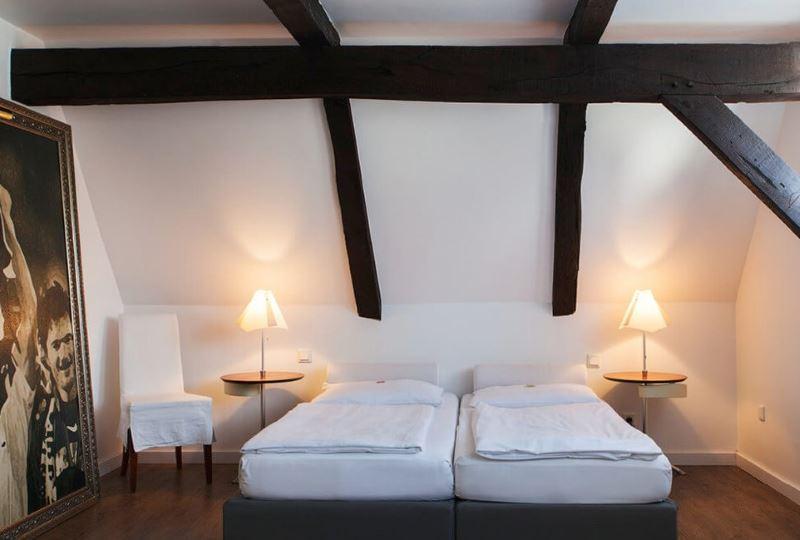 Koka sijas vācu stila guļamistabā