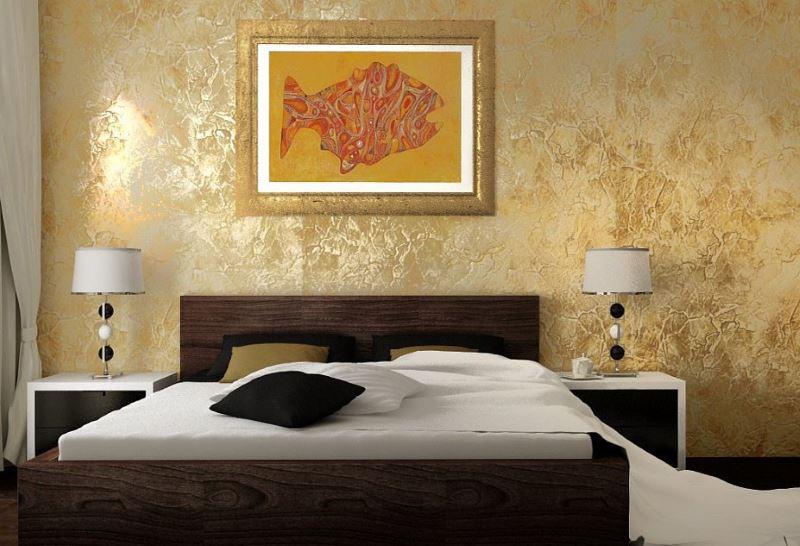 Slika u zlatnom okviru na zidu spavaće sobe