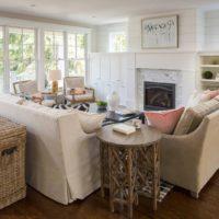 Mēbeles no dabīga auduma privātmājas viesistabā