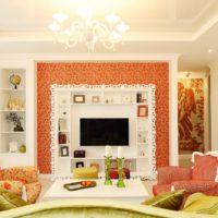 Oranžā krāsa klasiskajā viesistabā