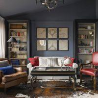 Tumšas krāsas klasiskā stila viesistabas dizainā
