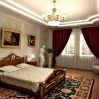 Spilgta gaisma klasiskā stila guļamistabā