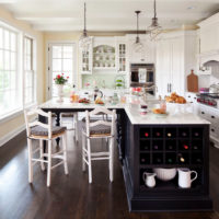 Gaiša virtuve klasiskā stilā