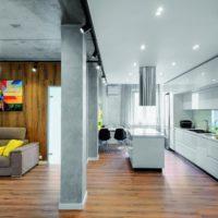 Betona kolonnas mūsdienīgā istabas dizainā