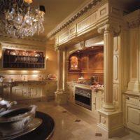 Kolonnas klasiskā stila virtuves interjera dizainā