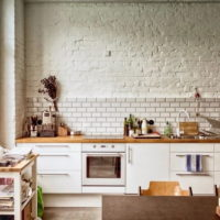 Brickwork in the decoration of the kitchen