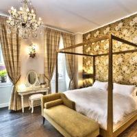 Kristalni luster u dizajnu spavaće sobe