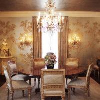 Ovalni stol za obiteljsku večeru