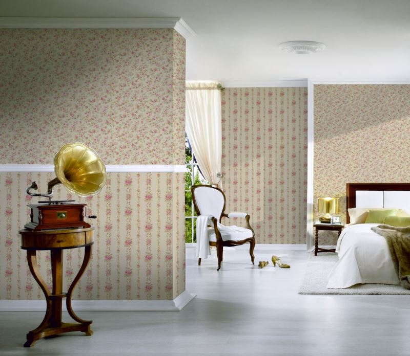 Грамофон в интериора на стая в класически стил