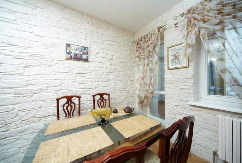 Décoration murale dans la cuisine avec pierre artificielle décorative