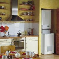 Chaudière à gaz au sol à l'intérieur de la cuisine
