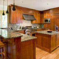 Conception de cuisine d'une maison privée avec un ensemble en bois