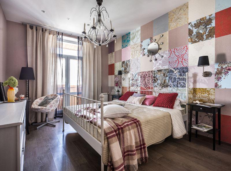 Поставяне на стената в спалнята с парчета от тапети от различни видове