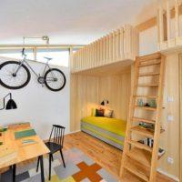 Koka mēbeles bērnu istabā