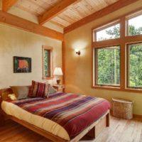 Zemniecisks guļamistabas interjers