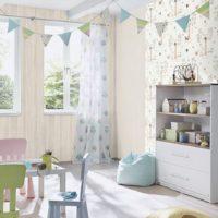 Интериорът на детската стая в ярки цветове
