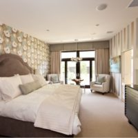 Поставяне на стените в спалнята с тапети от различни видове