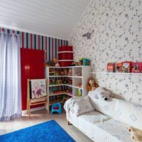 Интериорът на детската стая на тавана