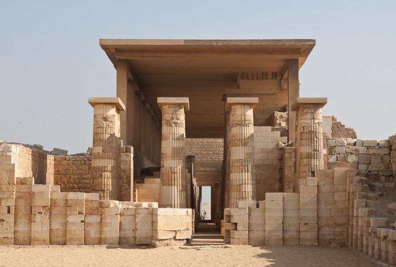 Ēģiptē saglabājušās pirmās cilvēces vēstures kolonnas