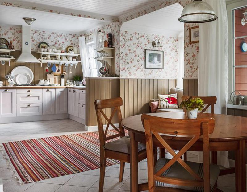 Conception de cuisine d'une maison privée avec papier peint floral