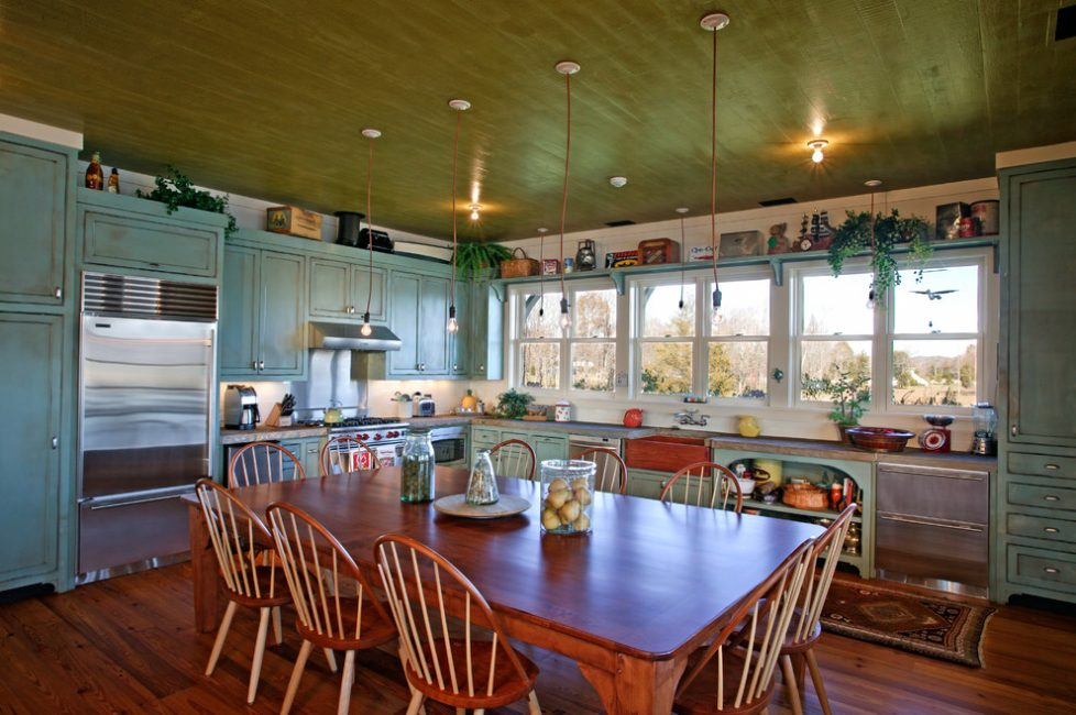 Conception de la cuisine d'une maison privée dans un style rétro