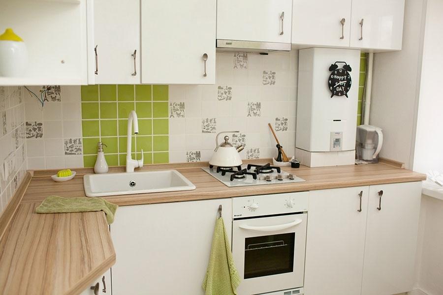 Conception d'espace de cuisine avec chaudière à gaz ouverte