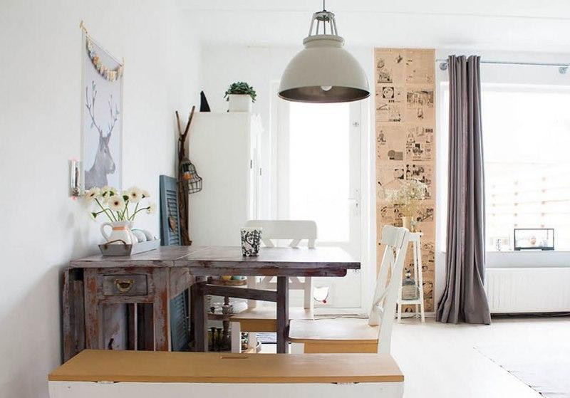 Table pliante de style rétro dans la salle à manger