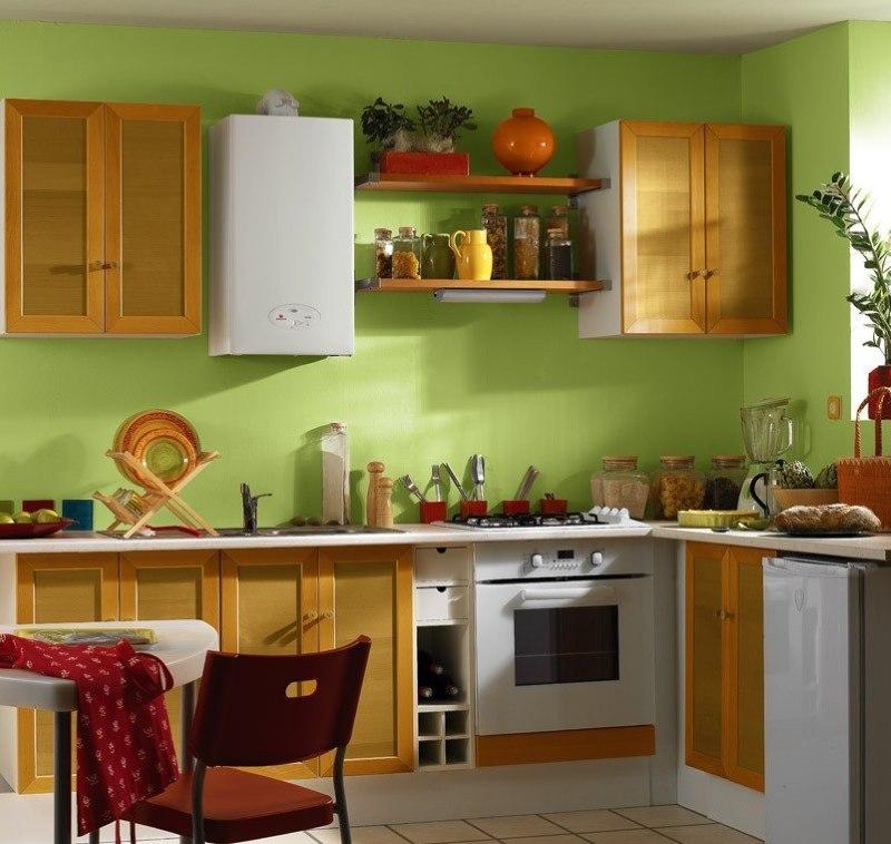 Bel intérieur de cuisine avec chaudière à gaz