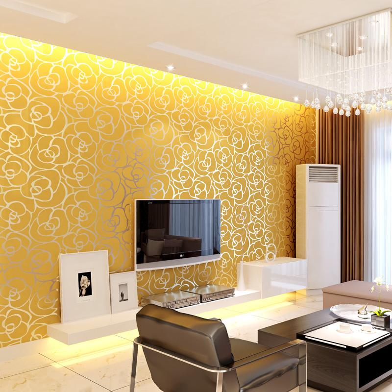 Dnevna soba u modernom stilu sa zlatnim tapetama