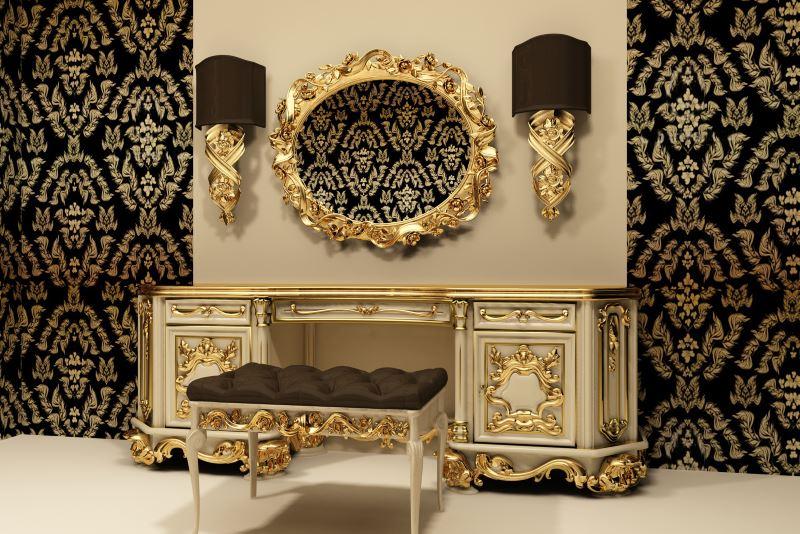 Klasična komoda s zlatnim ukrasom