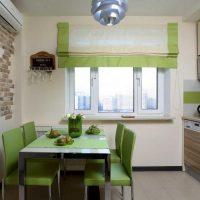 Salle à manger verte dans une petite cuisine